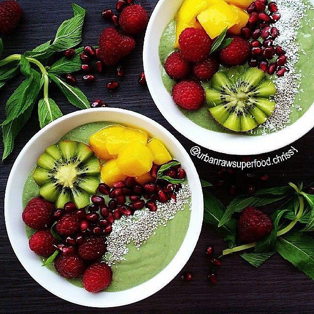 MATCHA GREEN SMOOTHIE BOWLS By @urbanrawsuperfood.chrissy RECIPE 4 frozen Bananas 3 tsps MIX N MATCHA 1 cup baby spinach 1 tsp Maca powder 1 tbsp