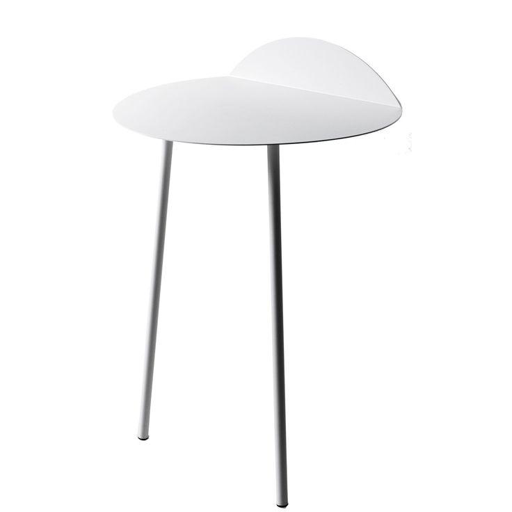 Yeh Wall bord från Menu, formgiven av Kenyon Yeh. Ett praktiskt och stilrent sidobord. Inspirat...