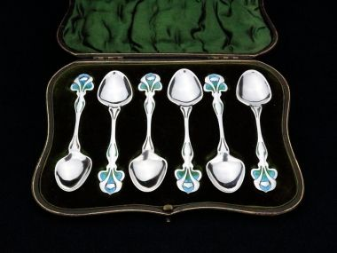 A set of William Hutton and Sons sterling silver and enamel teaspoons in a fitted presentation case.  The spoons are in outstanding condition and the vibrant blue green enamel is in excellent order throughout  The spoons are hallmarked for London 190