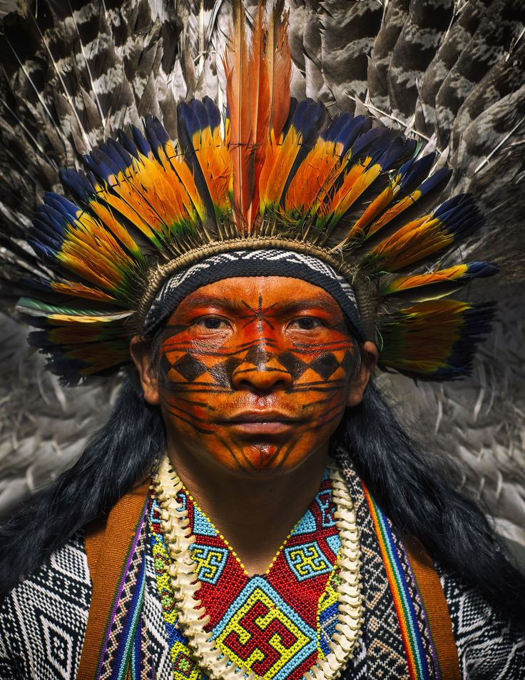 love these colors! Povo Huni Kuin (também conhecidos como Kaxinawás); Estado do Acre.