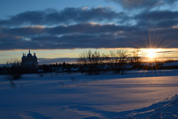 https://flic.kr/p/Wcft6v | Winter field near the church.