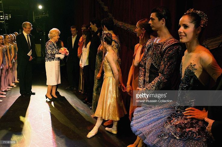 Britain's Queen Elizabeth II meets Darcey Bussell (R) and dancers after The Royal Ballet Gala at the Royal Opera House June 8, 2006, which was held to celebrate her 80th birthday and the 75th anniversary of the Royal Ballet, in London, England.