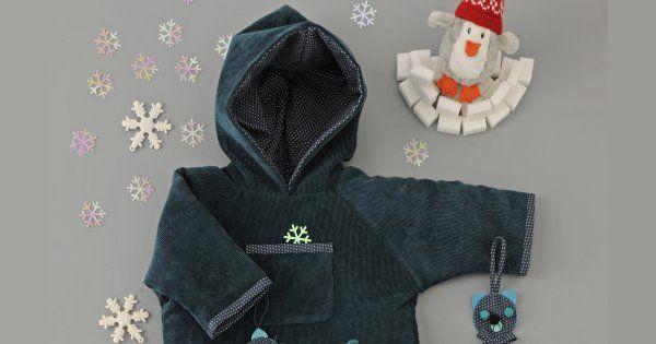 Dans un joli velours milleraies bleu pétrole, on a confectionné un ensemble pour bébé esprit«sportswear». Vous pouvez télécharger ces patrons gratuits sur le site et à taille réelle. En bonus, nous vous offrons même les petits chaussons assortis!