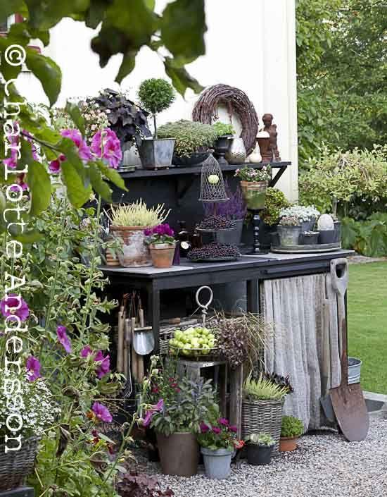 Trädgårdsflow-potting bench vignette
