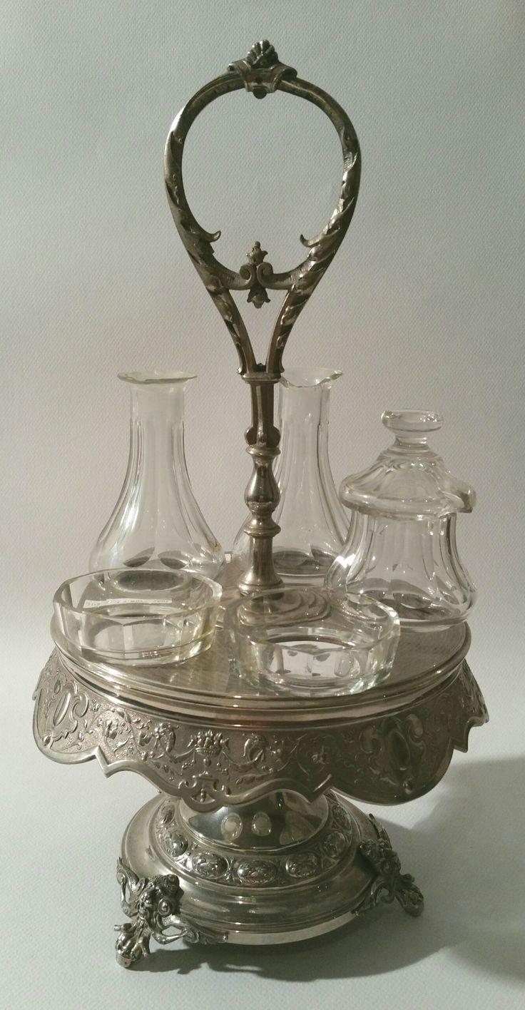 A Silver-Plated Serviteur H : 15.4 in. - 39cm. Diam : 7.8 in. - 20 cm.