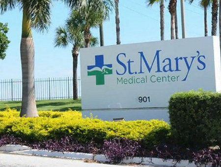 Недавно полиция города Уэст-Палм-Бич (штат Флорида) задержала 17-летнего подростка, который в течение месяца притворялся врачом Фото syracuse.com