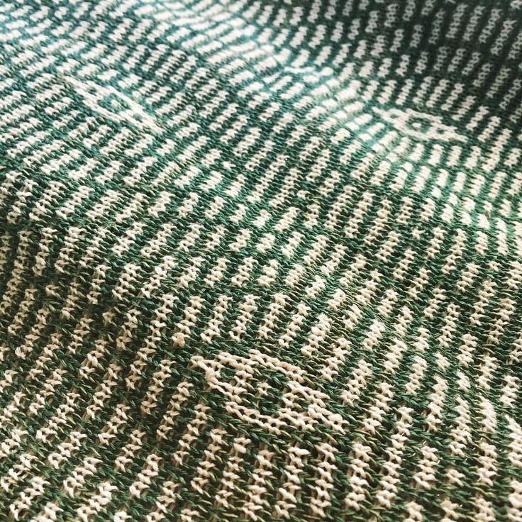 """9 gilla-markeringar, 2 kommentarer - @tuckstitch på Instagram: """"Gröna ögon #machineknitting"""""""