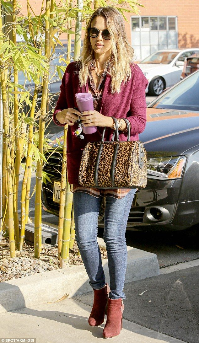 Jessica Alba - On her way to work at The Honest Company in Santa Monica.  (January 8, 2015)