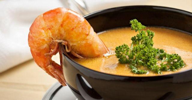 A receita certa para uma refeição leve ou para começar um jantar? Caldo de camarão!  #receitas #sopas #caldodecamarao #camarao