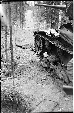 Jatkosodan Ilomantsin mottitaistelussa tuhottu neuvostoliittolainen T-26 -panssarivaunu.