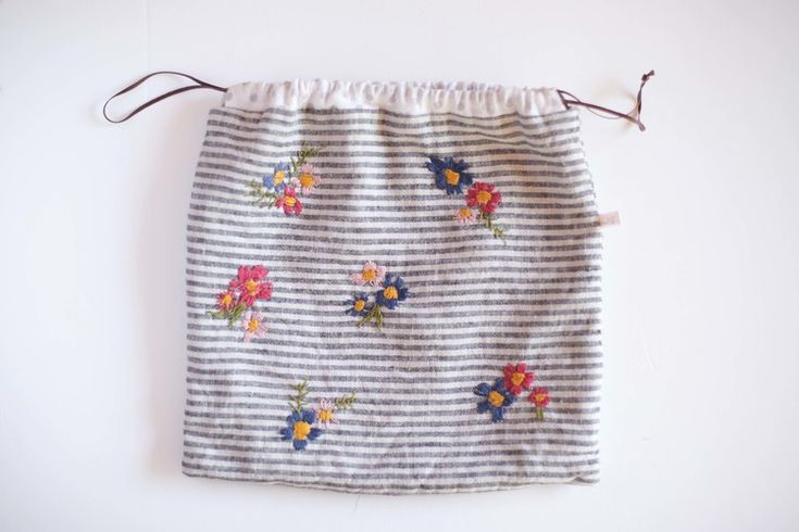 Create one of these embroidered project bags in the Embroidery 101 workshop.