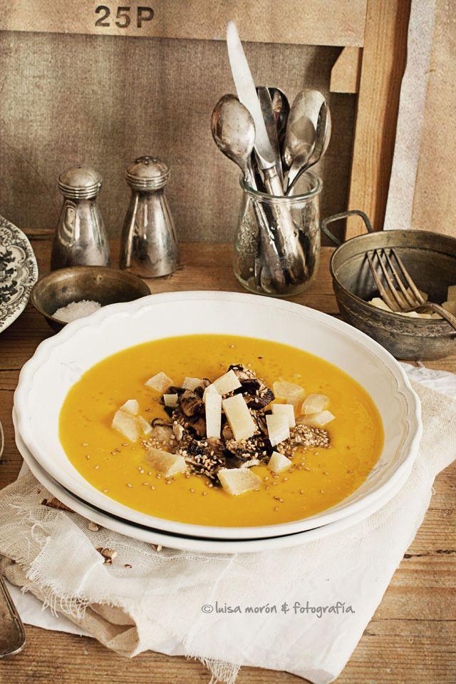 Cream of Pumpkin with mushroom, Manchego cheese and sesame * Crema de calabazas con setas, queso manchego y sésamo