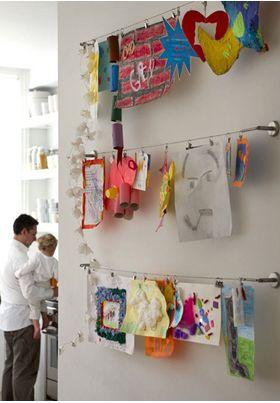 tekeningen en kaarten ophangen