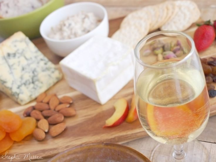 Blogmas Day 20 on Stephii Mattea: How To Prepare A Vegetarian Cheese Platter