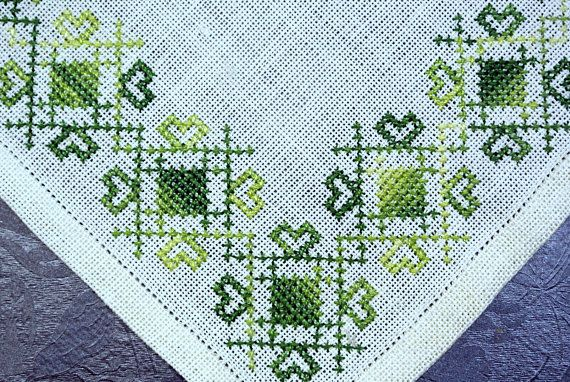 Vintage 1950s small handmade green cross-stitch embroidery linen tablet table-cloth with abstract pattern on bone white bottomcolor. SIze: 8.75 * 9 / inch or 22.5 * 23 cm. Exellent condition.