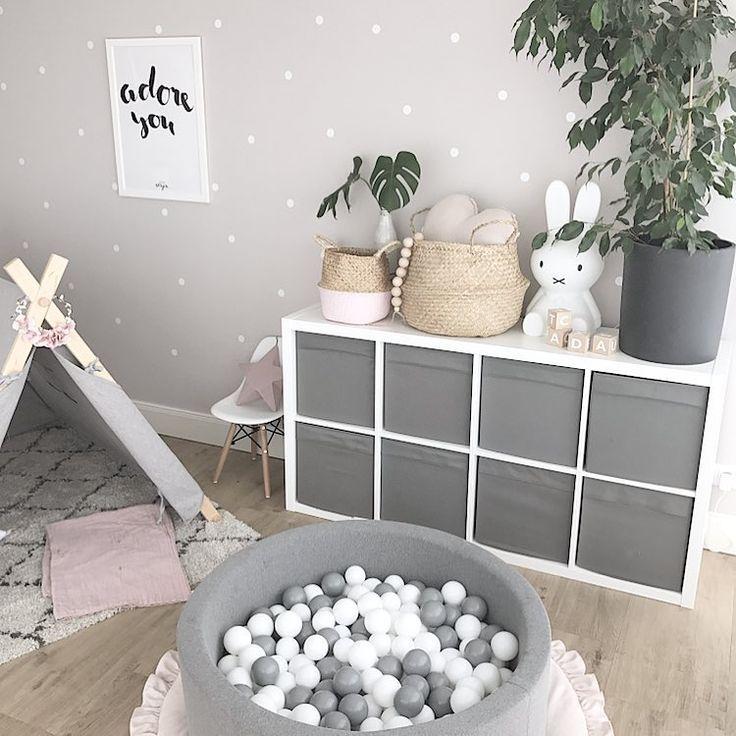 Bällebad Spielecke Spielzeug Spielzeugaufbewahrung Spielzeugregal Spielzelt Kinderecke Wohnzimmer neutral