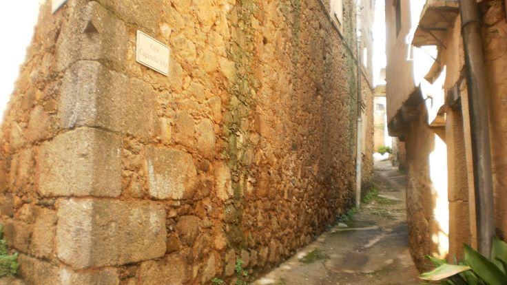 Un rincón típico de este pueblo, lugar de convivencia de cristianos, judíos y moros y residencia de Frey Miguel Sánchez, el Comendador de Santibáñez el Alto (1225).