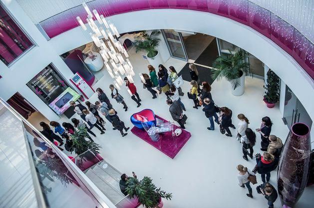 4—6 апреля в Москве пройдёт самое масштабное деловое мероприятие в области дизайна интерьеров — дизайн-конференция 2015. О том, кому она будет интересна — в нашем обзоре https://roomble.com/publication/dizayn-konferenciya-2015-o-chem-rasskazhut-arhitektory/