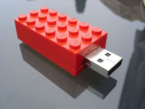 Yes, you can build a building block style USB flash drive yourself - the instructions are in Instructibles.