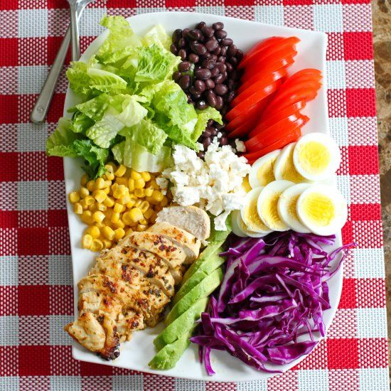 Cobb salad with local veggies is a light meal and great idea for summer lunch! (in Japanese)