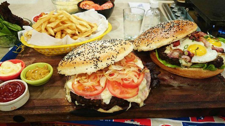 Y como sabemos que te gusta hacer pan casero http://www.cocinerosargentinos.com/recetas/58/3561/Esperando-el-finde/Hamburguesas-gigantes-con-pan-casero-gigante.html…
