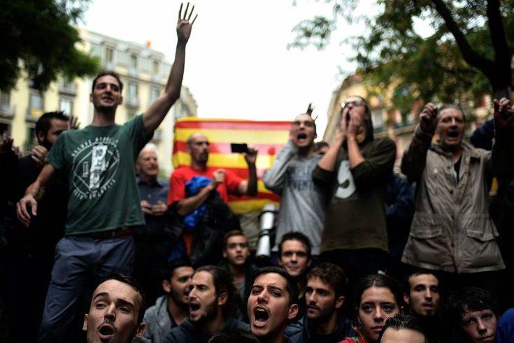 Gummigeschosse, Steine, Chaos: Mehr als 300 Verletzte bei Wahlen zu katalanischem Referendum Seit Sonntagmorgen stimmen Katalan*innen über ihre Unabhängigkeit von Spanien ab. Dabei kam es zu schweren Ausschreitungen mit der Polizei.  Marieke Reimann