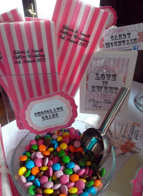 like this for a wedding candy table - could use any color you wanted: Candybar, Candy Bags, Treats Bags, Candy Buffet, Candy Bar Wedding, Wedding Candy Bars, Bar Recipes, Popular Pin, Bar Repin