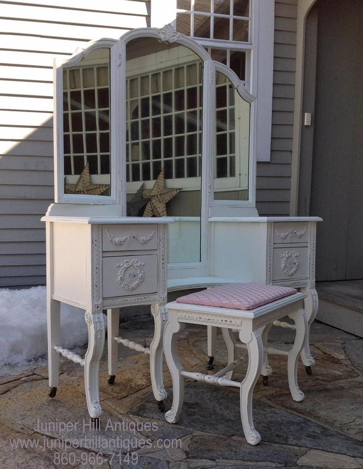 Vintage dressing table shabby chic restored by Juniper Hill Antiques. Let us do one for you! #DressingTable #restored #painting #Juniperhillantiques
