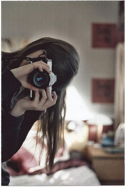 girl with her camera