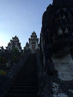 バリ倶楽部さすけのブログ: こういう時はバリ島の寺院に入ってはいけない