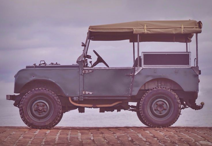 Starring: Land Rover Series I (by CY2010)
