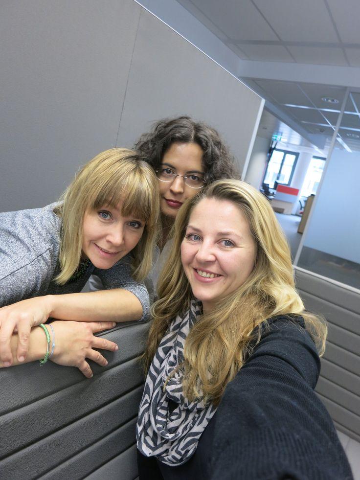 #Selfie: Wohnung gesucht? Probleme mit dem Vermieter? Keine Idee für den Rosengarten? Die drei Damen vom #IMMO #KURIER wissen, wo's lang geht. http://kurier.at/immo