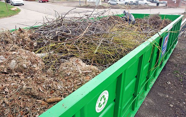 We make it simple to clean up yard waste debris -       Affordable Yard Waste Disposal We make it simple to clean up yard waste debris.  We offer a large selection of dumpster rental sizes for your project. Yard Waste Dumpsters are used for landscape, yard, and garden debris removal. Always the best prices in town, helping you save money, and...   http://www.123dumpsterrental.com/blog/make-simple-clean-yard-waste-debris/