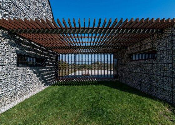 Dise o de casa de campo con fachada de piedra y madera - Diseno casas de campo ...