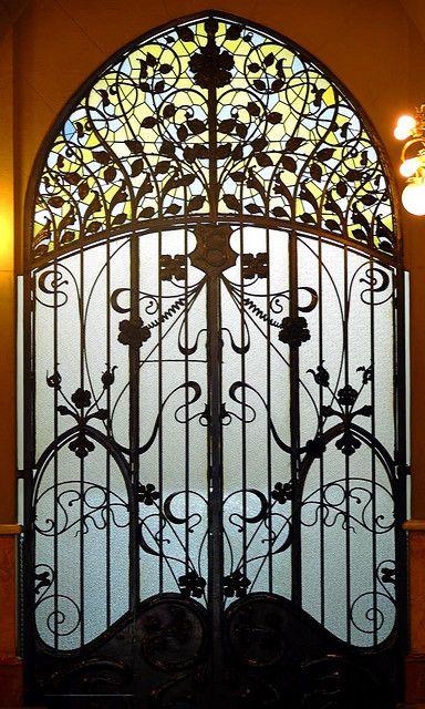Art Nouveau gateway, Barcelona - Casa Berenguer Architect: Joaquim & Bonaventura Bassegoda i Amigó