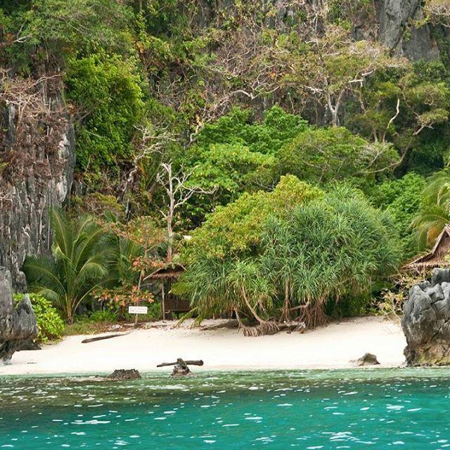 One of Miniloc Island's beautiful beach, #philippines #miniloc #island #beach #travelphotography #travel #travelgram #travelling #igtravel #instatravel #instago #trip #holiday #world #readysetholidayapp #readysetholiday  Credits: travelmag.com on Flickr