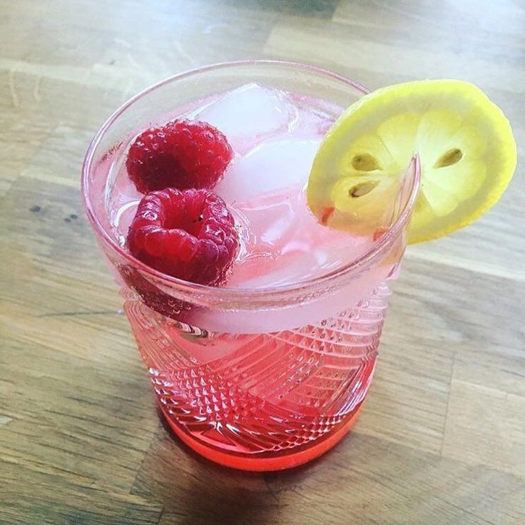 The raspberry lemon refresher might be just what you need tonight. #TopoChico #raspberry #simplesyrup #lemon #vodka #drink