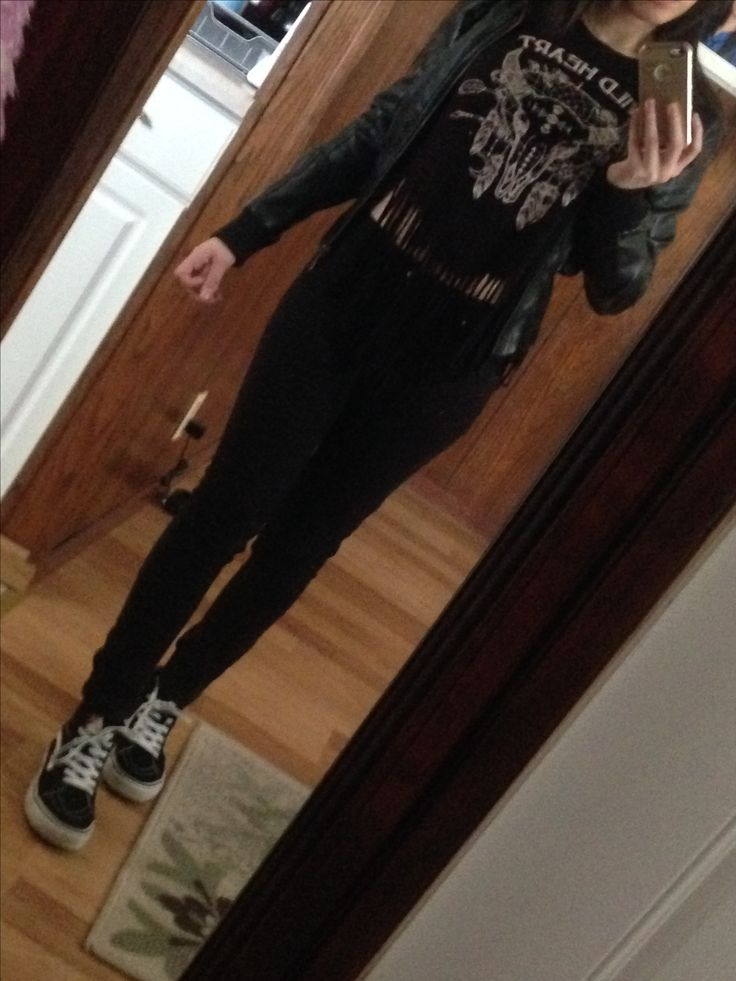 All black outfit, with my sk8 hi's