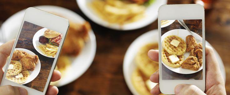 http://www.estrategiadigital.pt/im2calories/ - E se, ao tirarmos uma fotografia da nossa refeição, conseguíssemos saber exatamente quantas calorias estamos prestes a ingerir? É este o objetivo do Im2Calories, um serviço muito ambicioso do Google que promete revolucionar o mundo da alimentação.