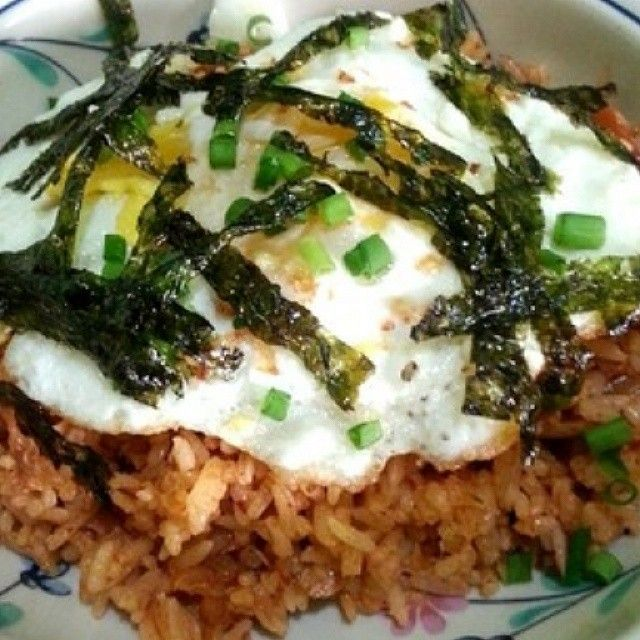 Try some #Kimchi Fried #Rice / #Bokkeumbap for #lunch today, very easy and very tasty! Drop by your #Asian or #Korean grocery and you're ready to #cook . Full recipe at http://foodtelling.blogspot.com/2014/07/recipe-kimchi-fried-rice-bokkeumbap.html #recipe #koreanfood #asianfood #food #philippines #friedrice #foodtelling