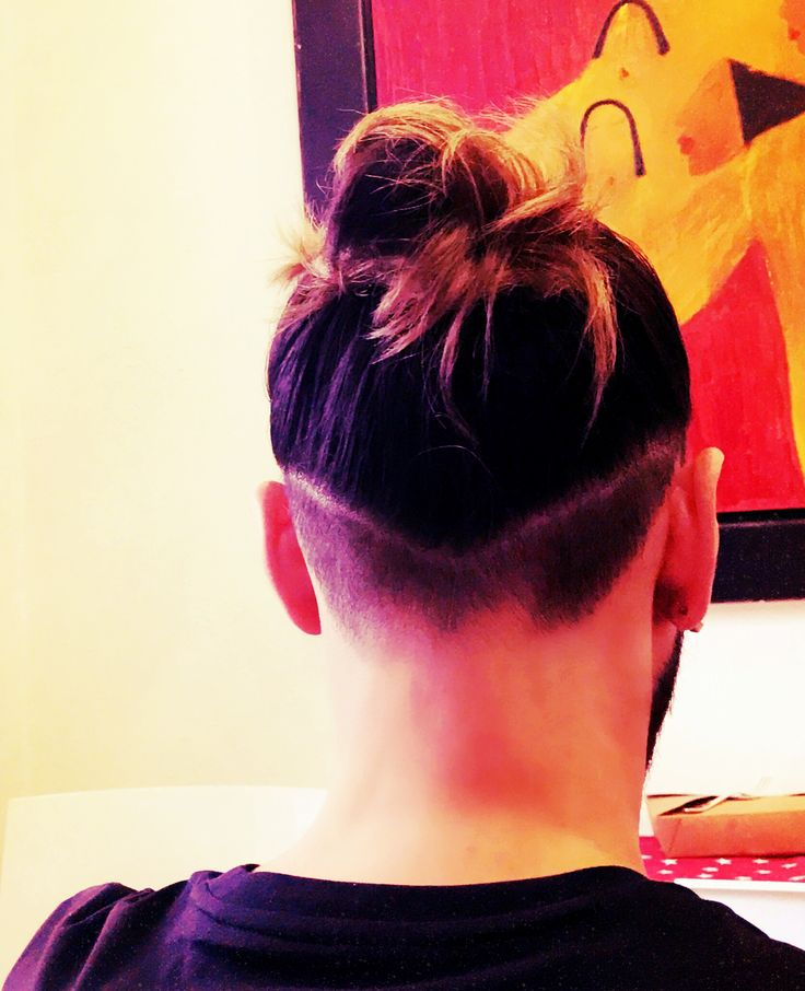 Man hair bun