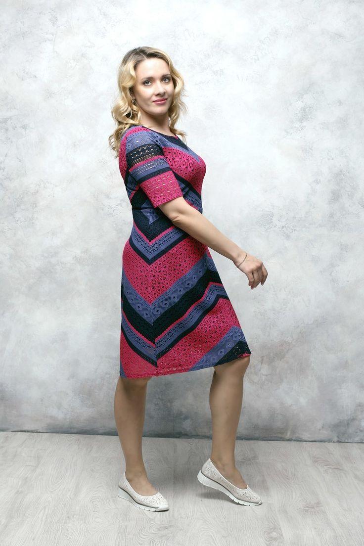 Платье в полоску – это выбор стильных, эффектных женщин, которые не хотят остаться незамеченными в любом обществе. 🍏🍇