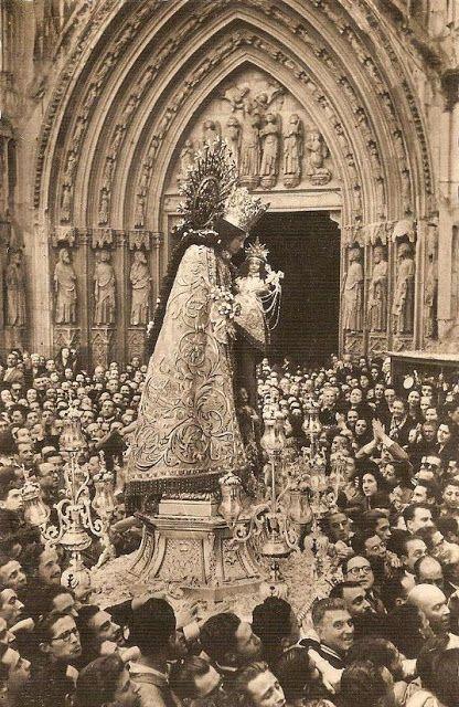 FIESTA DE LA VIRGEN DE LOS DESAMPARADOS / tradition / vintage / culture / Valencia