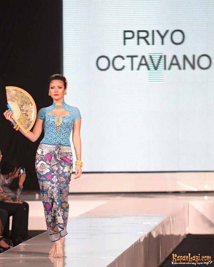 lady in kebaya with batik sarong