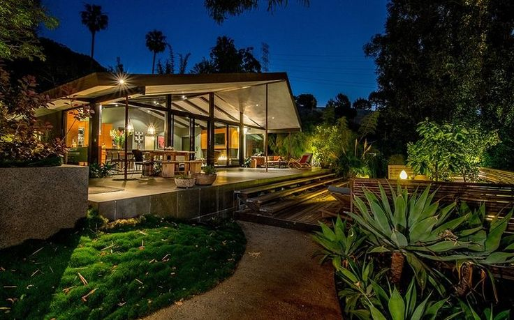 http://www.marieclaire.com/culture/g13403401/expensive-celebrity-homes/?src=socialflowFBED&slide=45