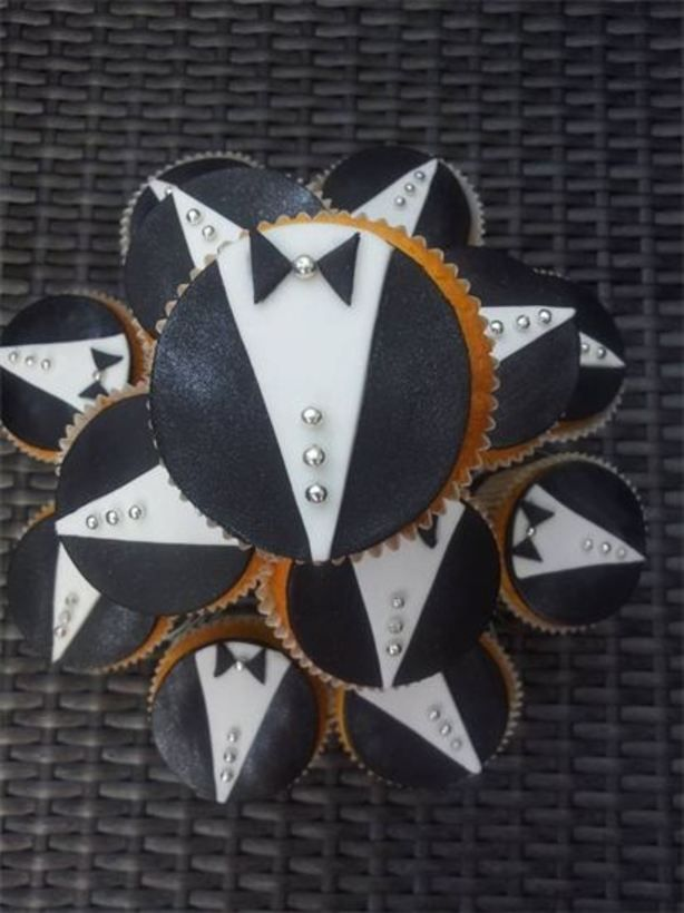 bruidegom cupcakes leuk als paar voor een bruiloft ipv taart. zie ook mijn bruid cupcake