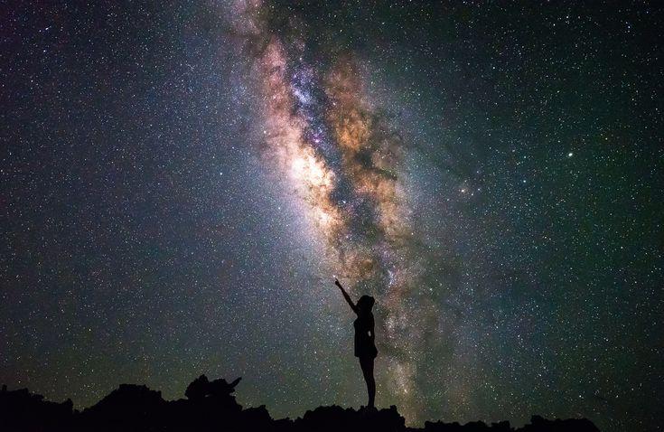 General 2000x1300 universe women night stars