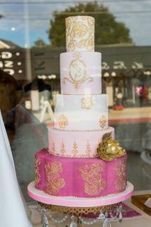 We LOVE the gold monogram on this gorgeous cake by Pretty Sweet! Photographed by Charleton Churchill