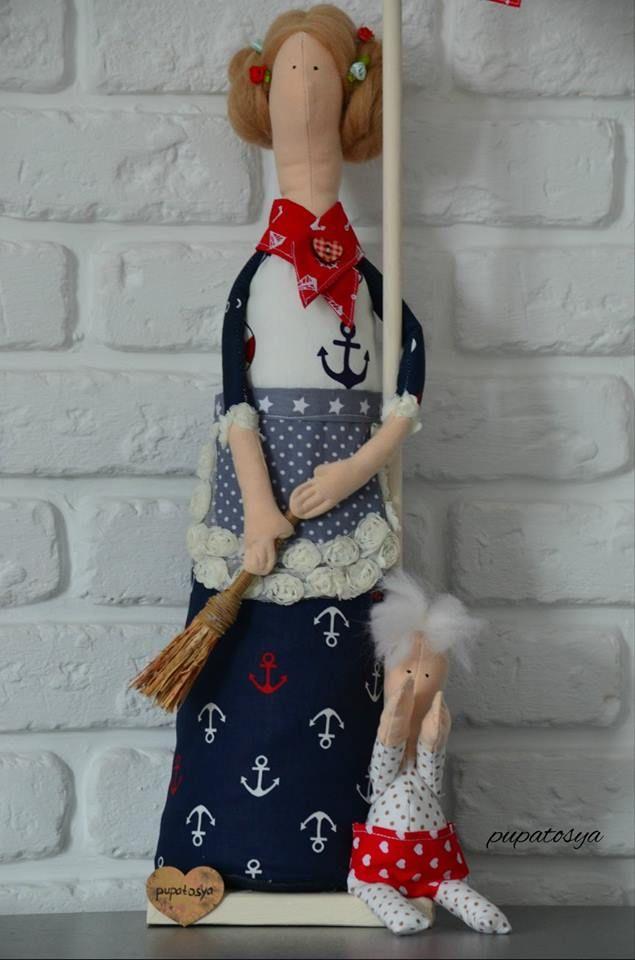 Скоро весна, хотелось создать что то настолько свое индивидуальное , как ни у кого :) Просто кукол мне уже мало, захотелось текстильную скульптуру . Это образ Мамы, которая остановилась на миг отдохнуть. В руках у нее настоящий веник , рядом бельевая веревка и малыш у ног. Олицетворение всех любящих и добрых мамочек ;)