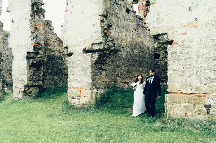 Fotografie ze sobotní svatby - zřícenina hradu Zvířetice  #czech #austria  #italy  #italia  #cesko #lookslikefilm #vscofilm #destinationwedding #destinationweddingphotographer #destinationphotographer #wedding #weddingphotography #weddingday #weddingphotographer #weddingdress #weddinginspiration #weddinginspo #bridal #bridetobe  #bride #bridalinspiration #inlove #hochzeitsfotografie #hochzeit #matrimonio #marriage #naturallight  #fotograf